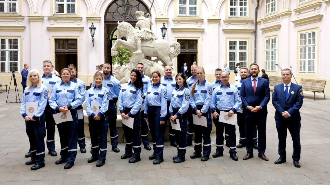 Bezpečnosť a poriadok v uliciach Bratislavy posilní 16 nových mestských policajtov